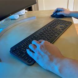 แบบไร้สาย (Wireless Keyboard)